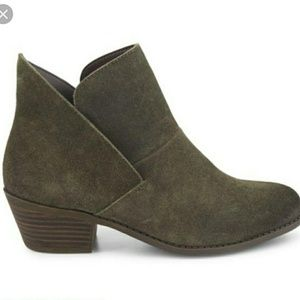 Me Too Zale slip on ankle bootie leather boot 9.5